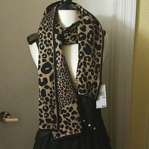 NEW Michael Kors lovely leopard print scarf